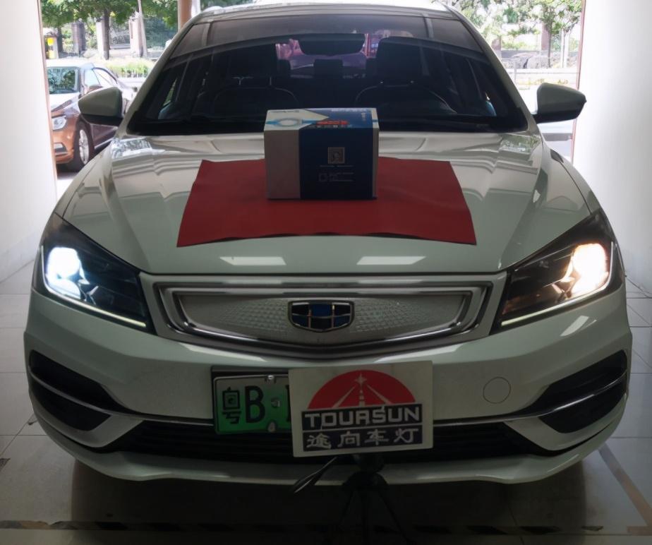 吉(ji)利帝豪EV原車鹵素升(sheng)級LED雙(shuang)光透(tou)鏡